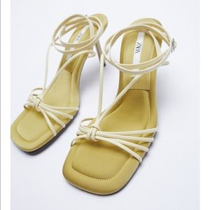 ✨SALE✨Zara padded insole heeled sandals ✨SALE✨